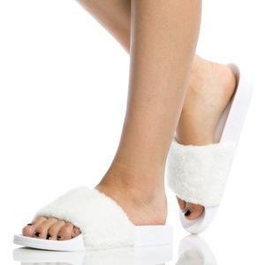 Shoes - 🆕️ARRIVED White Faux Fur Slide Sandals